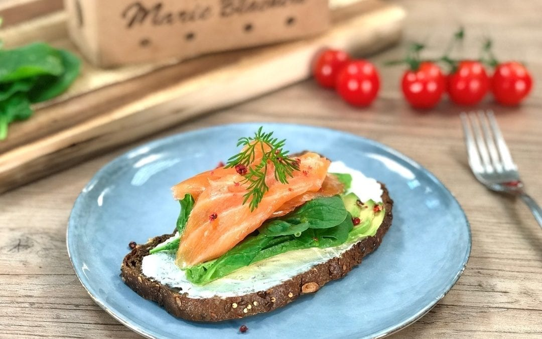 Tartine saumon, avocat et pain nordique