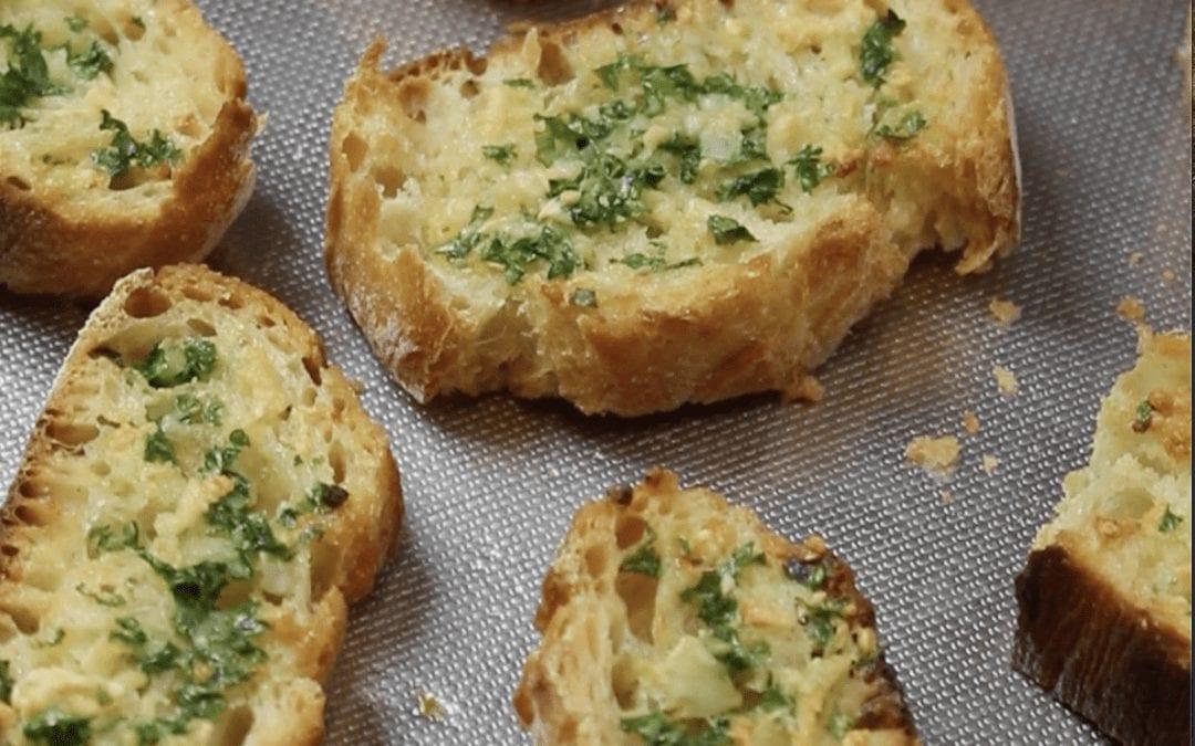 Pain à l'ail (Garlic Bread)